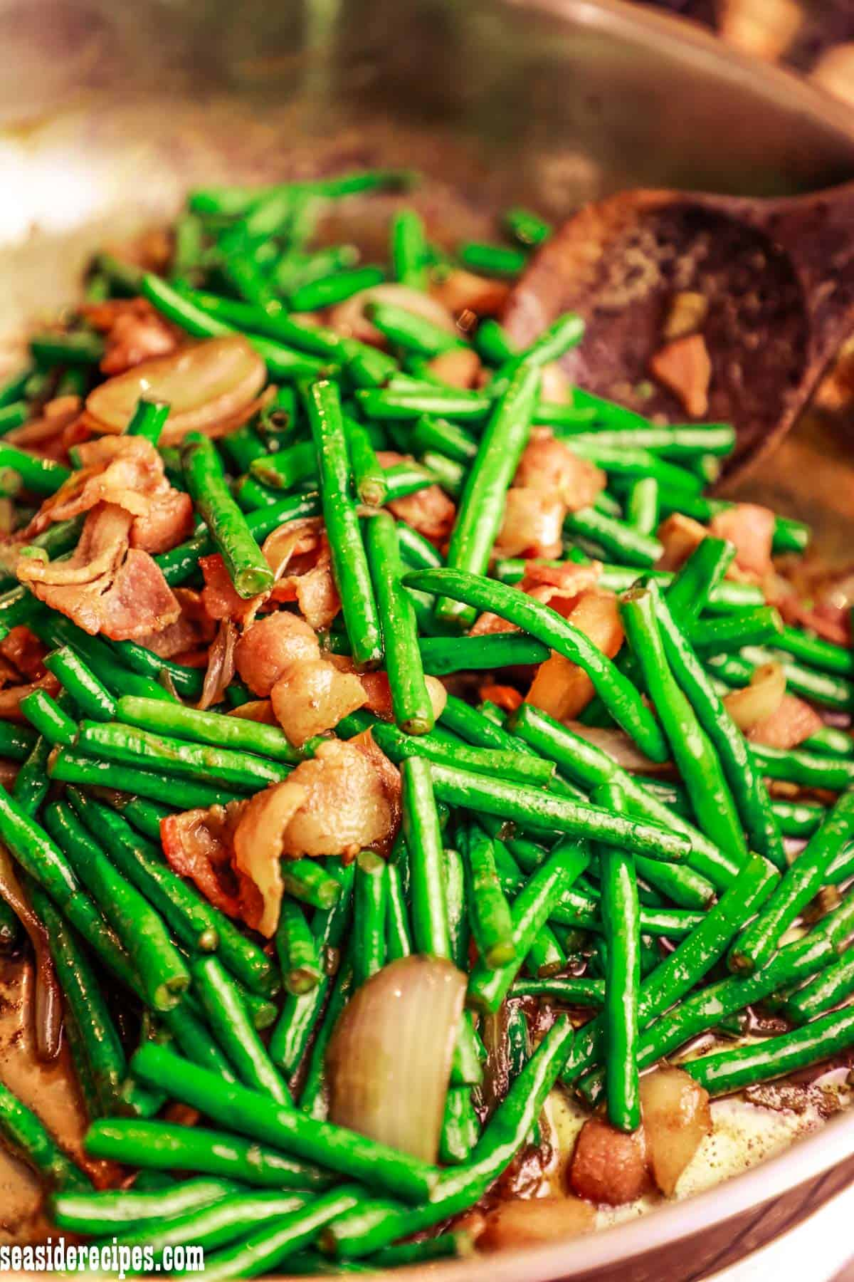Easy and delicious sautéed string beans (adobong sitaw) with bacon cooked with soy sauce. The bacon adds flavor to this wonderful dish. via @seasiderecipes