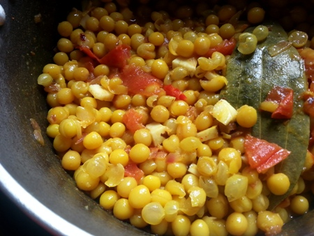 Add boiled yellow peas to ghugni gravy recipe