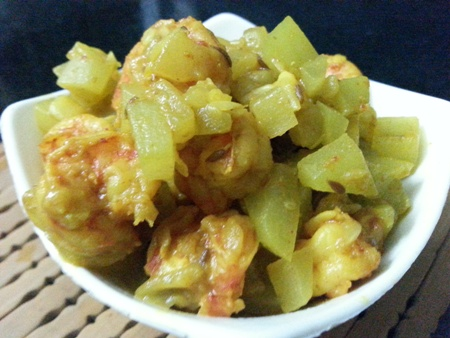 Lau Chingri Bengali Recipe – Bottle Gourd Cooked With Prawns