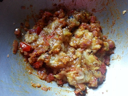 Add mashed eggplant pulp to tomato-onion fry