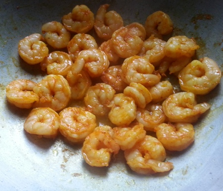 Fry prawns for Bengali Chingri curry recipe