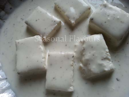 Dip tofu cubes in seasoned cornflour batter for stir fry tofu recipe