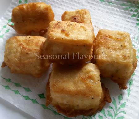 Fry batter coated tofu cubes for sweet and spicy tofu recipe