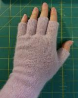 Illustrated tutorial: Making basic, no-frills wrist warmers and hand warmers (fingerless gloves)
