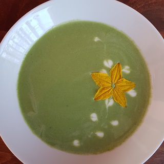 Spinach soup – green and creamy