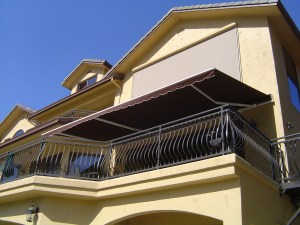 Retractable-Over-Balcony