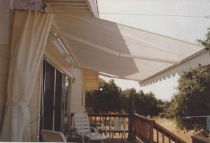 Retractable-w-Side-Curtain