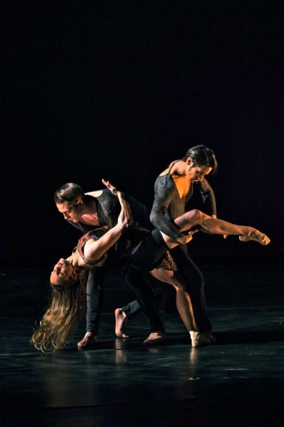 Ashani Dances in Eric Rivera's Yo Soy La Vida, La Fuerza, La Mujer Photo by Joe Lambert