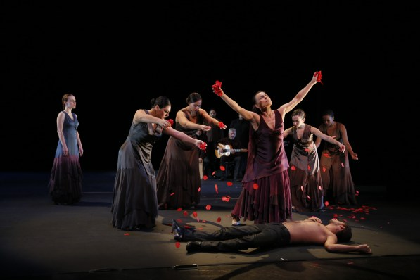 Noche Flamenca-Antigona-Burial-Photo by Chris Bennion   059