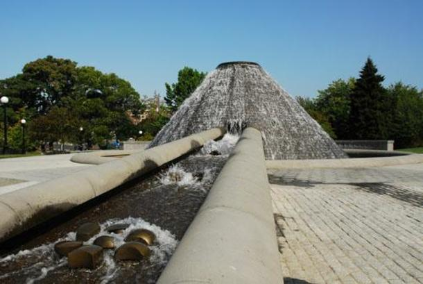 The mountain-shaped fountain at Cal Anderson park