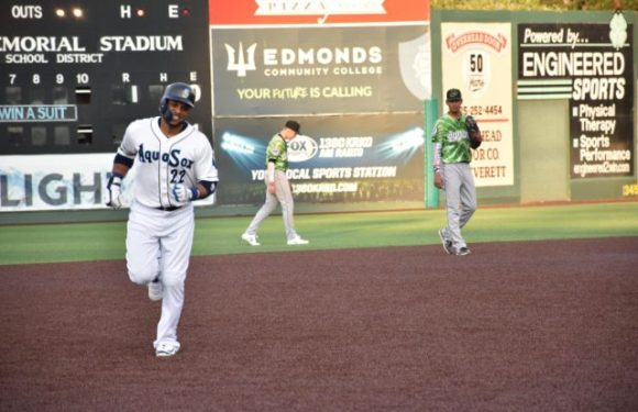 AquaSox are Loaned an Emerald in the Shape of a Cano!