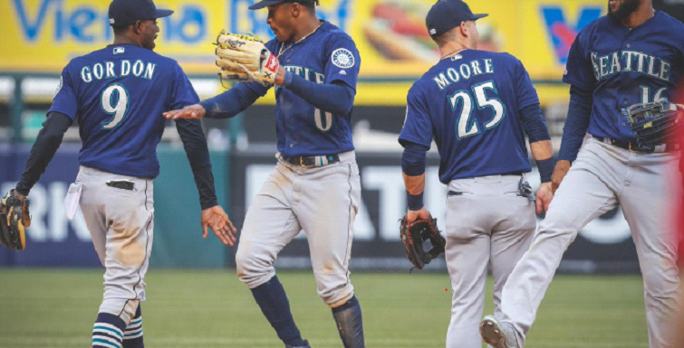 Mariners take series from ChiSox by power of their bats