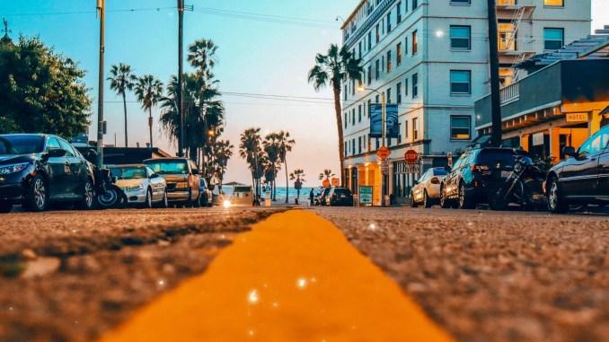 Rue en Californie - viviana-rishe-668023-unsplash