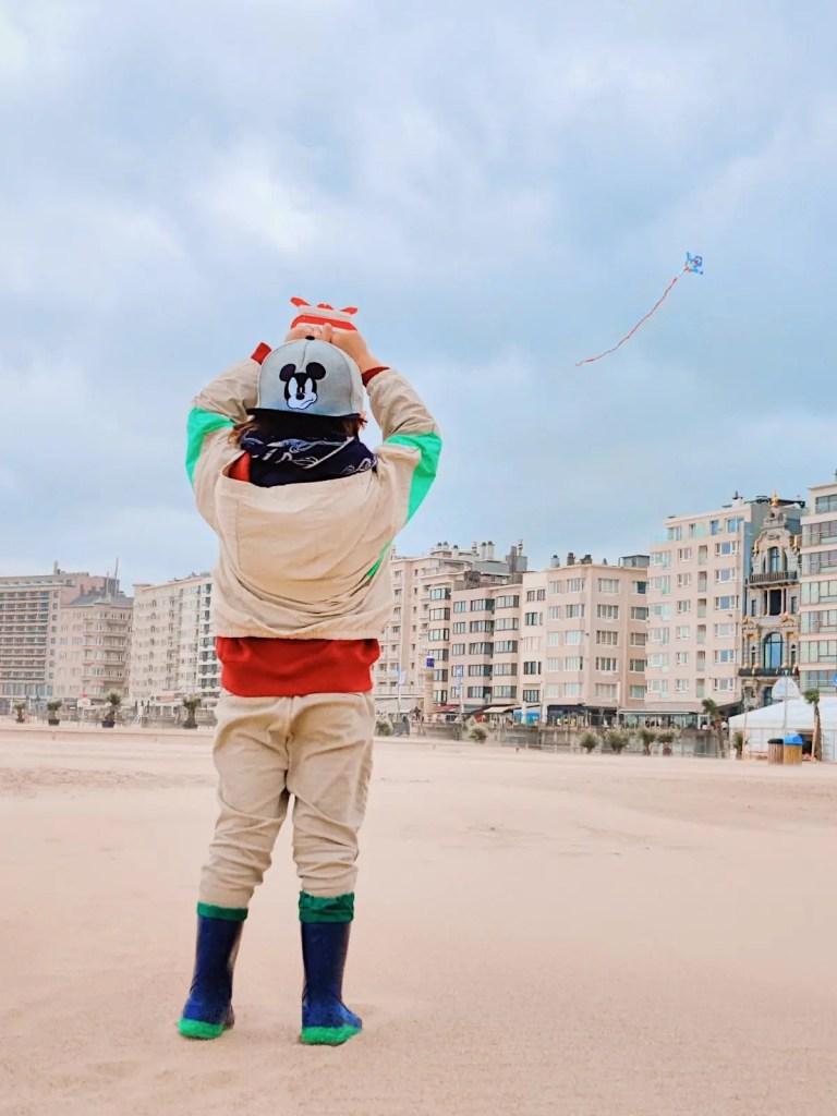 parmi les activités à faire en famille à Ostende: le cerf volant