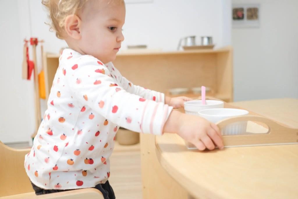 Dans un milieu d'accueil Montessori, l'enfant ne peut jouer qu'avec un jeu s'il lui a été présenté