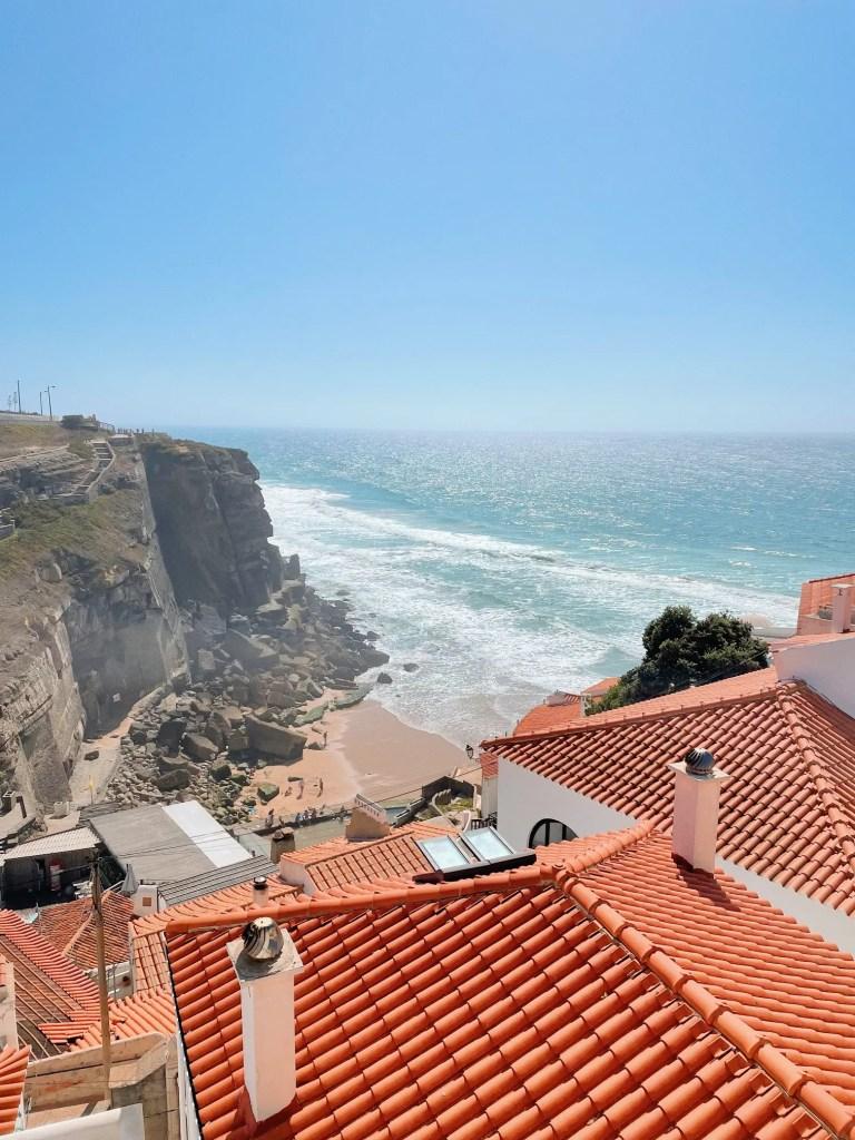 la vue depuis le haut du village d'azenhas do mar
