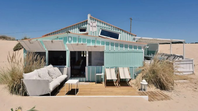 cabanes sur la plage au Portugal - azul