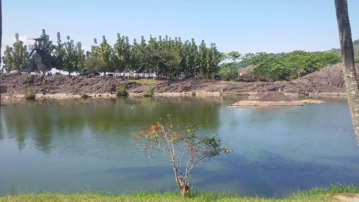 Danau buatan Kampung Batu Malakasari Bandung