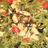 Team Nathalie und Mara (4. und 3. Klasse): Nudeln auf Mascarpone-Soße mit Paranüssen.