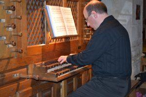 Sébastien Maigne à l'orgue