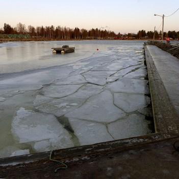 Isen har brutits upp i viken