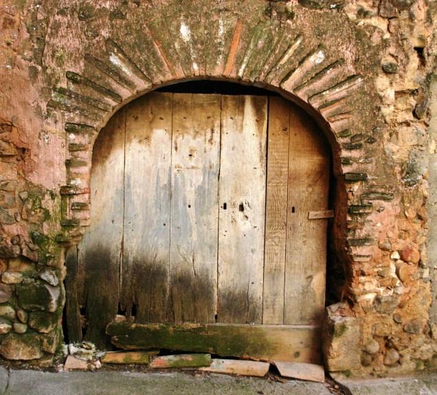 Caseta de Franco, que fue escuela de niñas y vivienda de la maestra
