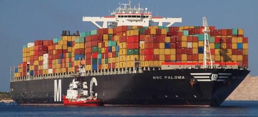 La mega portacontainer Msc Paloma nelle acque di Trieste (archivio)