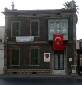 26) Izmir Özel Türk