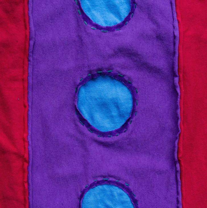 Making a t-shirt out of fabric scaps,detail