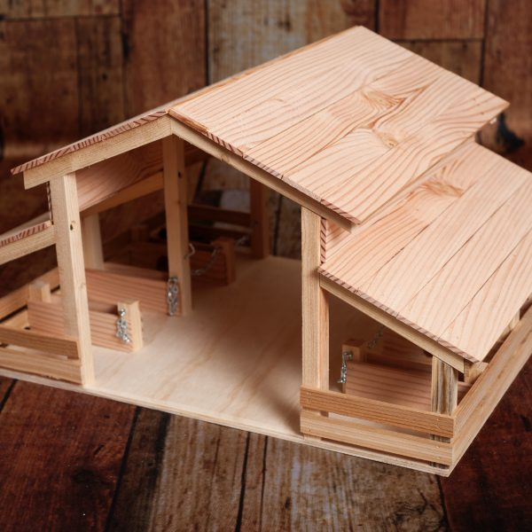 E-S Farm Toys. Handcrafted barnes, stables and other items.