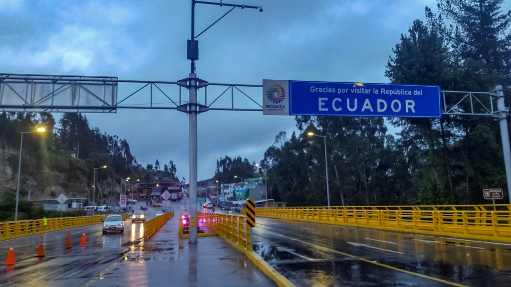 border crossing from Ecuador to Colombia