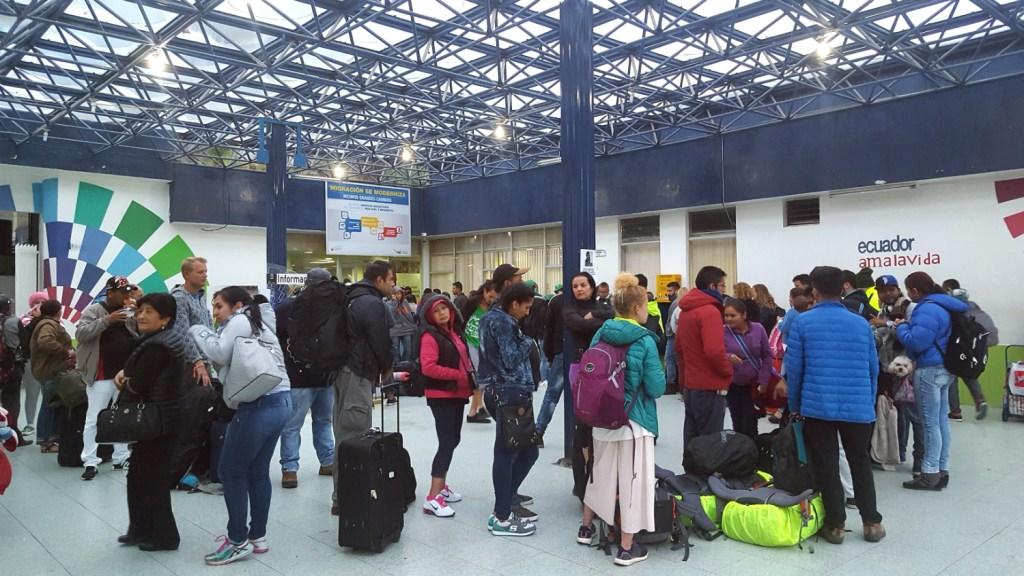 queue at Ecuadorian border