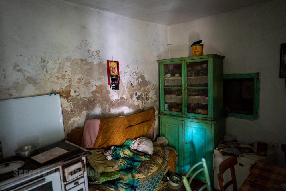 Inside the abandoned house in Popovici