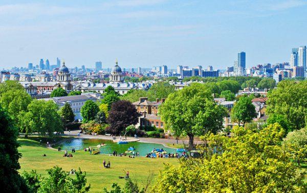 greenwich-park-london-skyline-lake