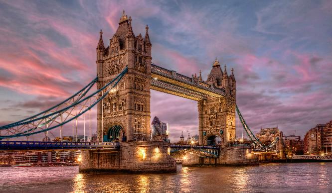 london-tower-bridge-pink-newbie-londoner