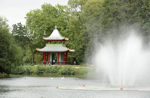 victoria-park-london-lake-east