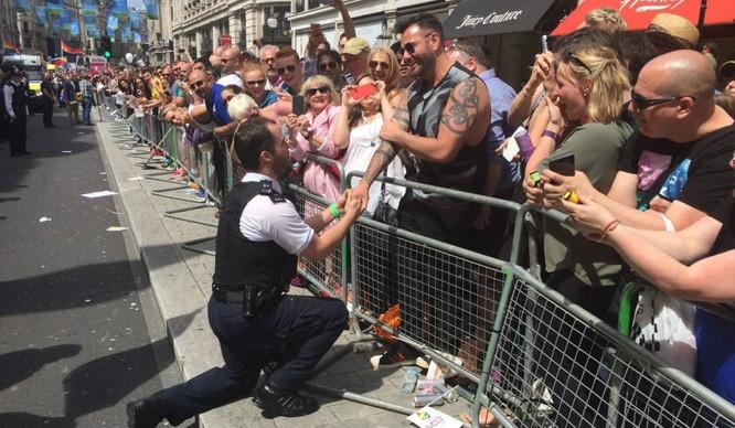 proposal-policemen-pride