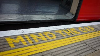 mind-the-gap-london-irritating-commute-moments