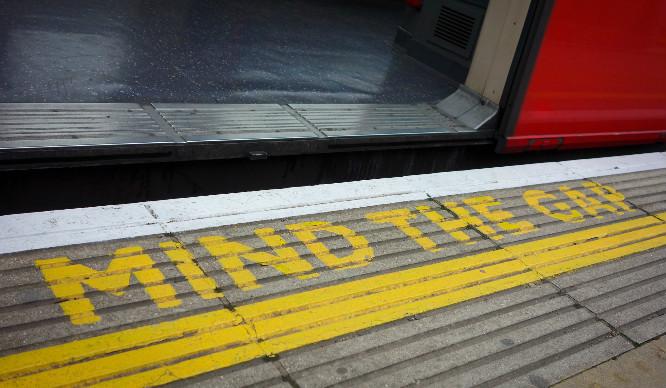 mind-the-gap-london-irritating-commute-moments