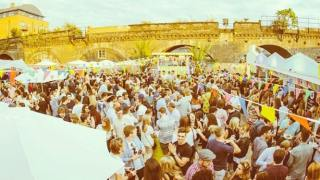 brixton-beach-party-london-parties-summer-boat-rooftop