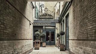 pub-bursting-character-london-free-beer