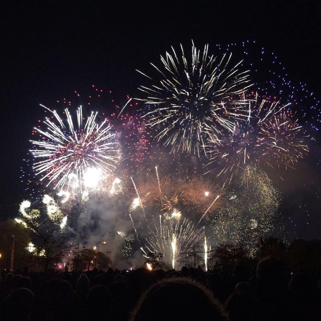 fireworks displays london the biggest bonfire night firework shows