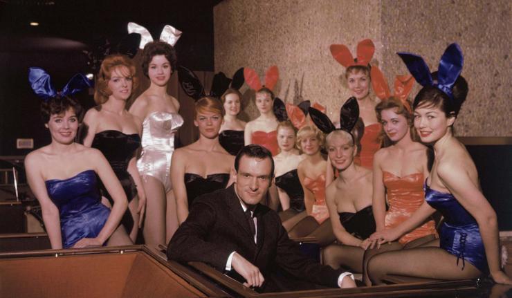 Hugh Hefner with Bunnies at Chicago Playboy Club 1960(lo res)