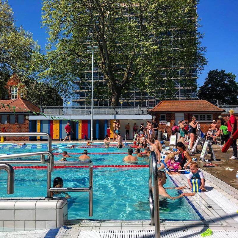 Outdoor swimming pools: London Fields Lido