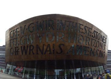 Creu Gwir fel Gwydr o Ffwrnais Awen is written in Welsh on the left, which translates to 'Creating truth like glass from inspiration's furnace.' The English part says In these Stones Horizons Sing