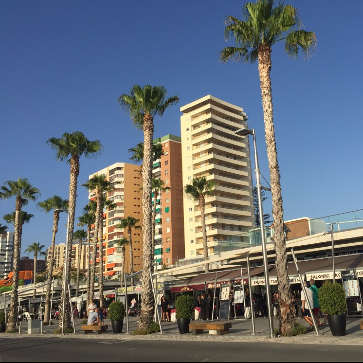 Shops and restaurants at Malaga port -Best things aboutMálaga