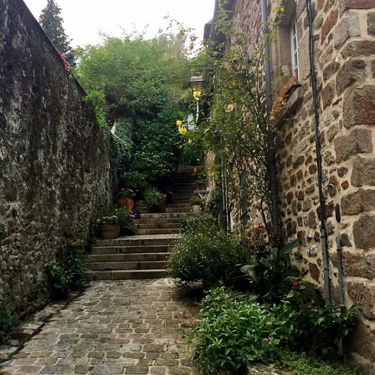 Cute ruelle - Medieval town of Dinan