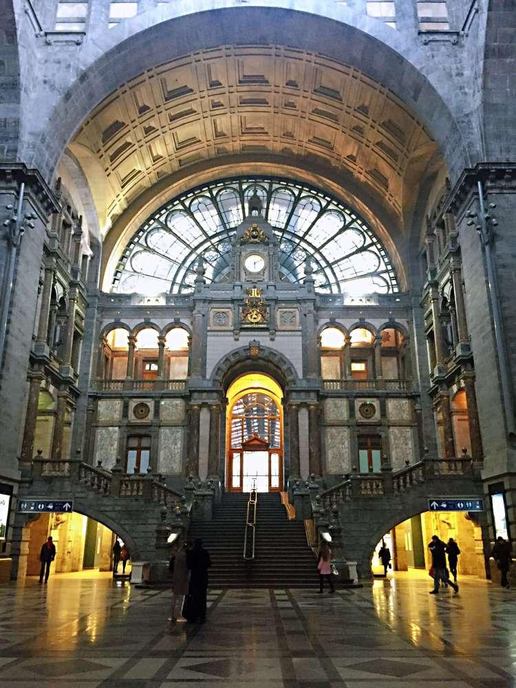 Antwerp Centraal ticket hall - 24 Hours in Antwerp