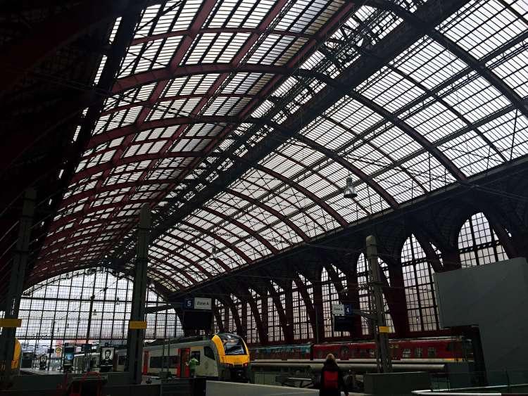 Antwerp Centraal platform - 24 Hours in Antwerp