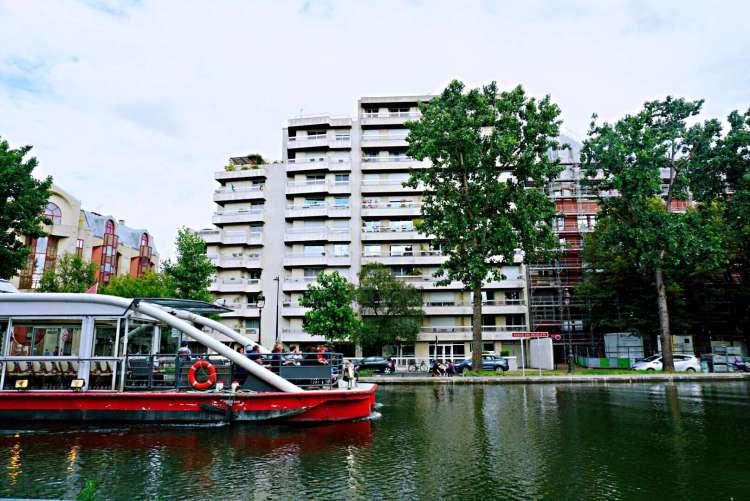 Cruise boat in Bassin de la Villette - Canal St-Martin